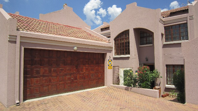 Property For Sale in Linden, Johannesburg 1