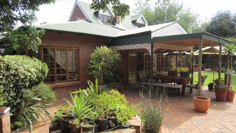 Property For Sale in Linden, Johannesburg 7