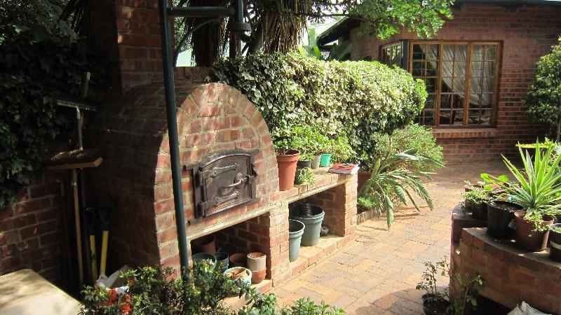 Property For Sale in Linden, Johannesburg 8