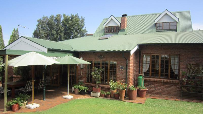 Property For Sale in Linden, Johannesburg 9
