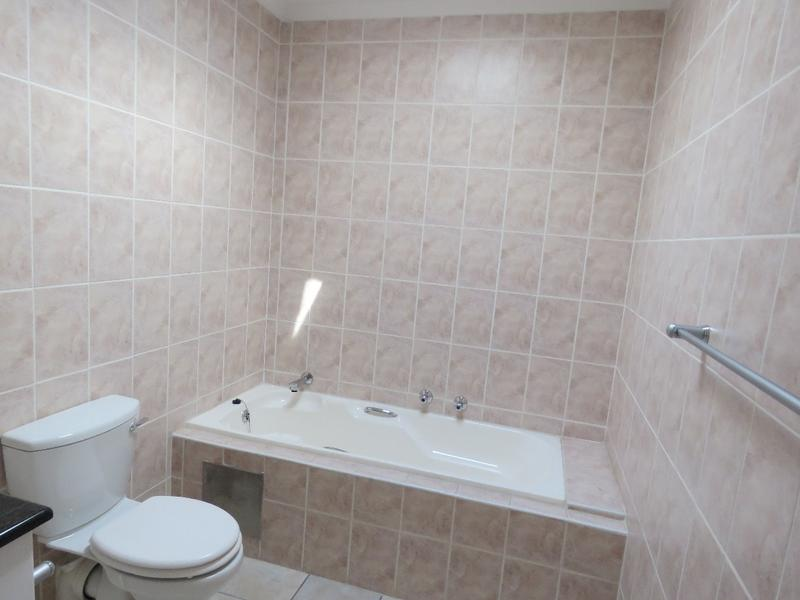 Property For Sale in Northcliff, Johannesburg 16