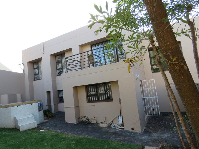Property For Sale in Northcliff, Johannesburg 17