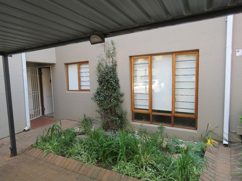 Property For Rent in Craighall Park, Johannesburg 11