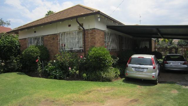 House For Sale in Roosevelt Park, Johannesburg