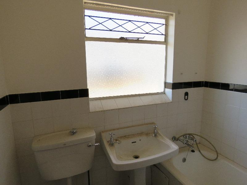 Apartment / Flat For Sale in Linden, Johannesburg