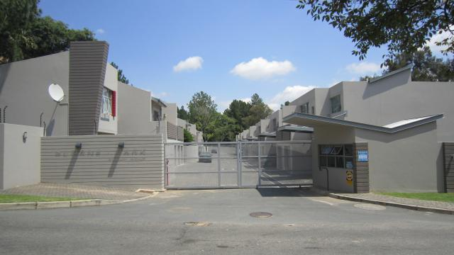 Townhouse For Sale in Bryanston, Sandton